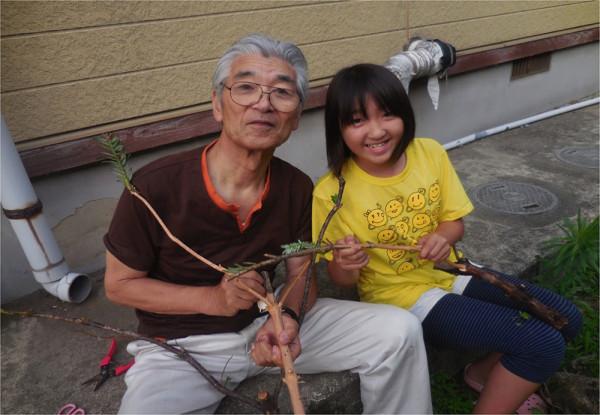 近所に住む孫と一緒に作る