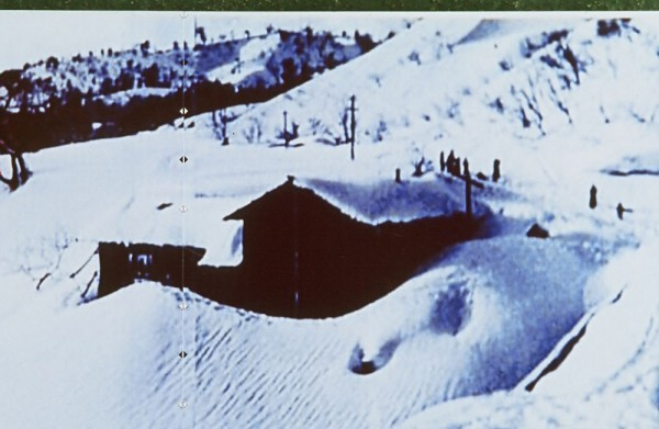 4mもの積雪に埋もれた独立学園