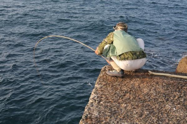 庄内竿を使いこなす釣りの名人でもある。多忙な館長のもう一つの顔だ。