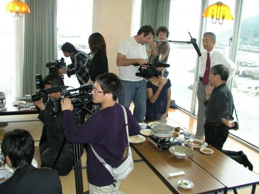 「クラゲを食べる会」にフランスからの取材が来たことも。