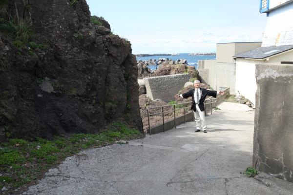 向かって右側の壁が旧館の浄化槽